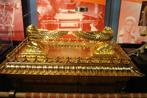 File:Ark of the covenant gold cover.jpg
