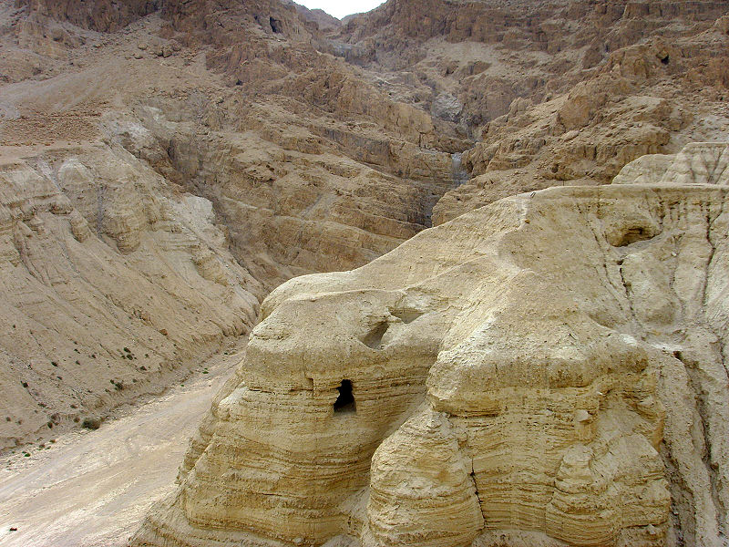 File:Caves of dead sea scrolls.jpg