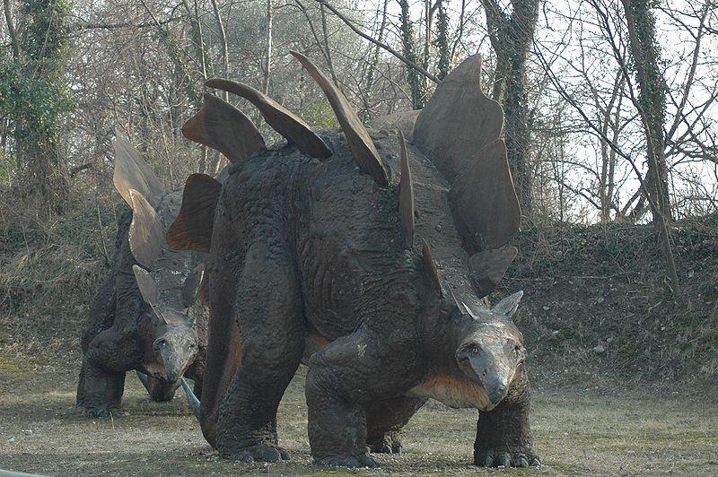 File:Stegosaur statue.jpg