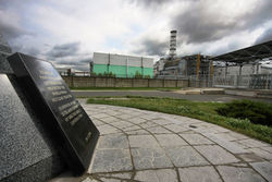 Chernobyl-4 and the Memorial 2009-001.jpg