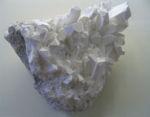 768px-Borax crystals.jpg