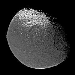 Iapetus dark ridge.jpg