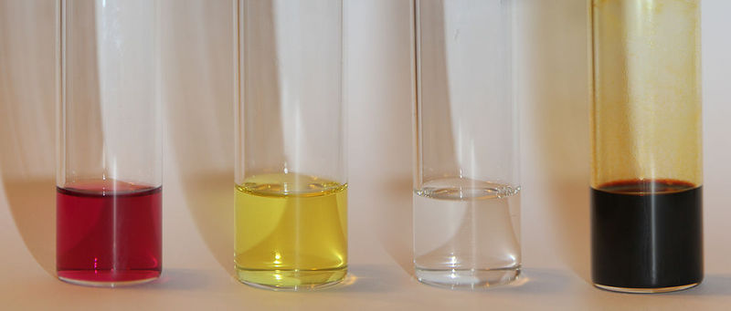 File:Iodine-triphenylphosphine charge-transfer complex in dichloromethane.jpg