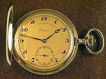 Um relógio de bolso de ouro